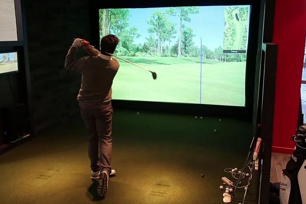 partie de golf sur simulateur
