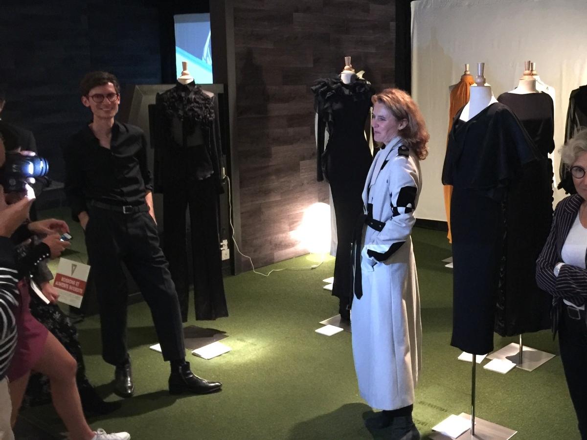 soirée d'entreprise avec exposition haute couture dans un lieu atypique
