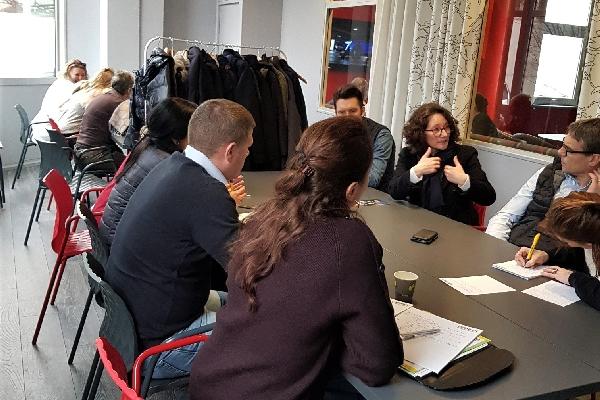 réunion d'entreprise et travail d'équipe à Saint-Cloud