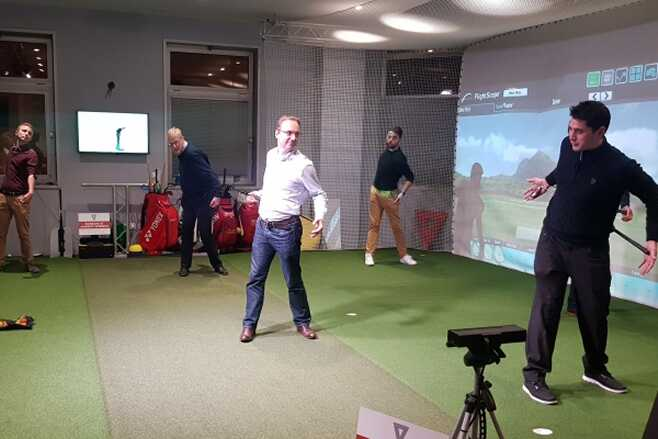 cours-golf-paris-indoor-initiation