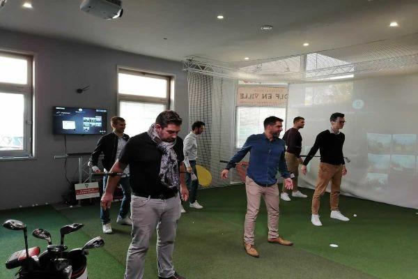 Golfeurs en initiation à Golf en Ville